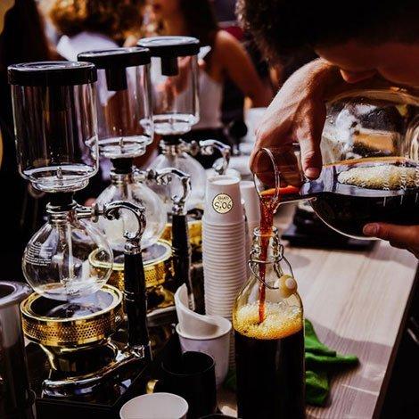 Nghiên cứu kỹ thị trường trước khi mở quán cà phê kinh doanh
