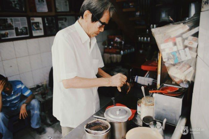 Cafe Sài Gòn xưa từ những chiếc vợt lọc