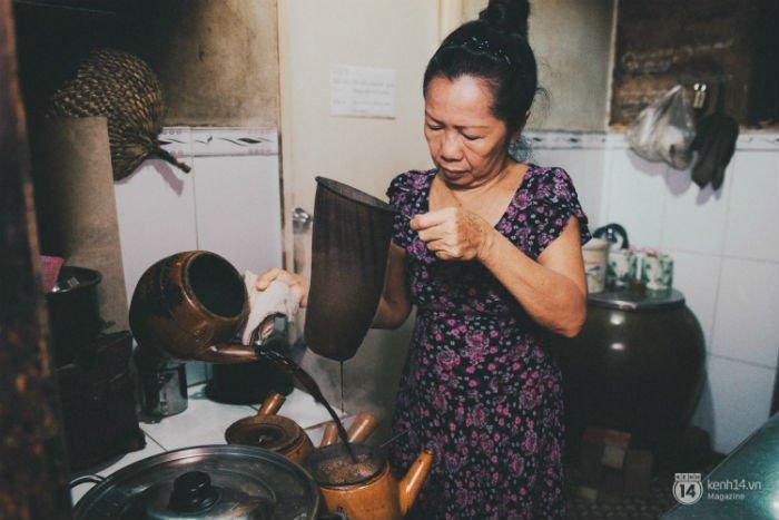 Uống cafe nguyên chất theo chất Sài Gòn xưa