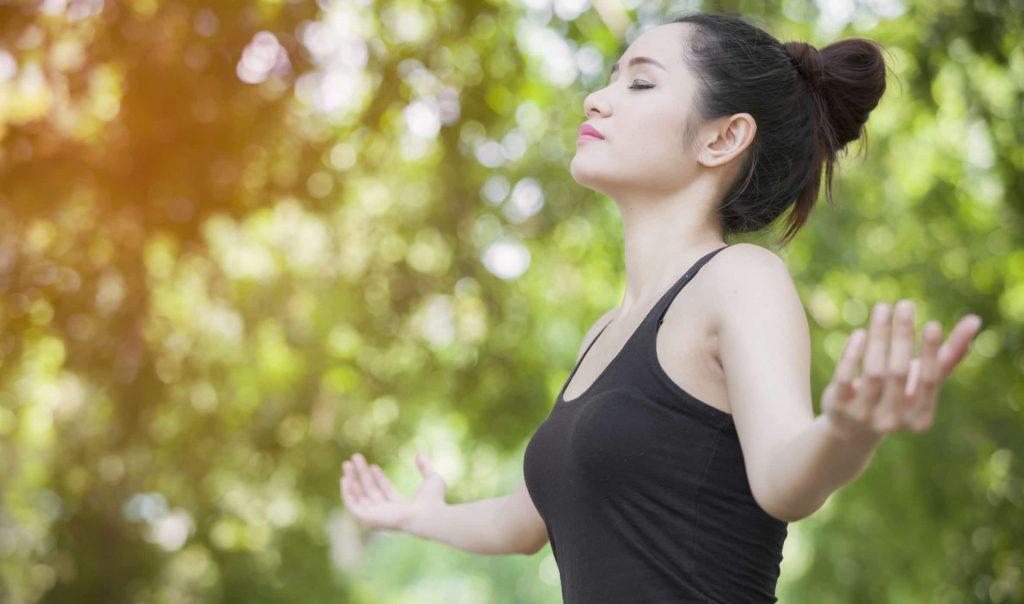Tập luyện hít thở sâu để làm cơ bụng vận động và giảm mỡ thừa