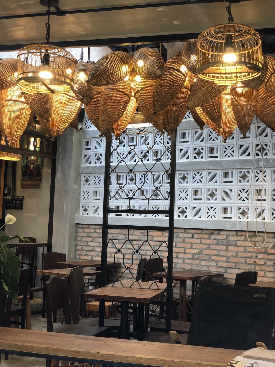 Chi phí trang trí và thiết kế quán cafe là bao nhiêu?