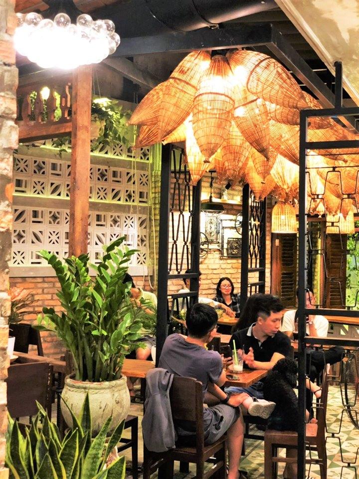 https://90scoffee.vn/wp-content/uploads/2019/08/khong-gian-cafe-dep.jpg