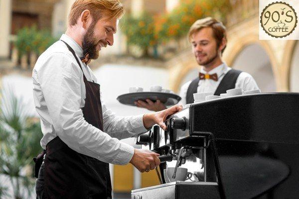 Pha cafe bang may bang kinh nghiem cua barista