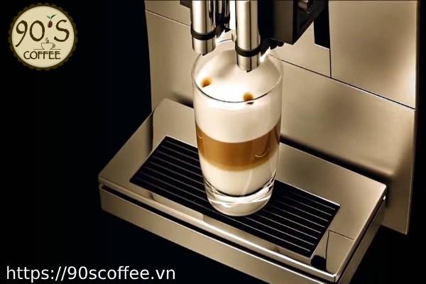 Latte thom ngon tu may pha cafe.