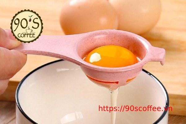 cong doan tach long trang trung de lam banh coffee meringues